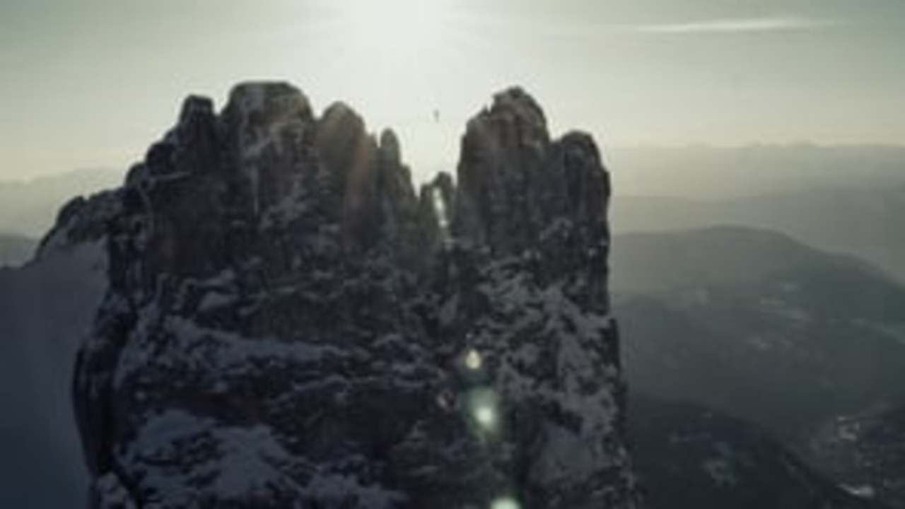 Highlining 2800m in winter.'Hayley'- 90 seconds about fear. (Dir. Stian Smestad Music by Nils Frahm)